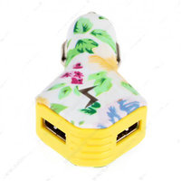 Автомобильный блок питания для iPhone 5s / 5 / 5c / iPad на 2 выхода USB 2100/1000mAh белый с цветами