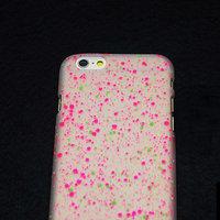 """Белый пластиковый чехол для iPhone 6 Plus / 6s Plus (5.5"""") матовый светящийся в темноте малиновые розовые зеленые капли"""