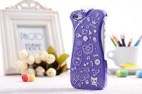 Чехол накладка для iPhone 5 / 5s / SE фиолетовое платье с белым узором