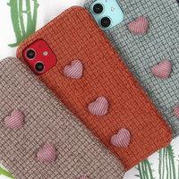 Красный тканевый чехол с сердечками для iPhone 11
