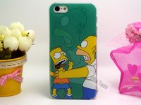 Пластиковый чехол накладка для iPhone 5s / SE / 5 Гомер и Барт Симпсоны