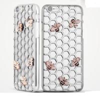 Пластиковый чехол накладка с рисунком соты и золотые металические пчелы для iPhone 6s / 6 цвет серебро