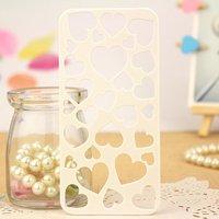 Чехол накладка для iPhone 5s / SE / 5 белый пластик резные сердечки