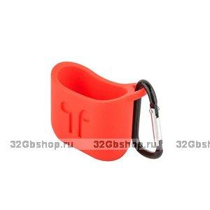 Чехол силиконовый COTEetCI  для AirPods с карабином Красный