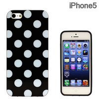 Силиконовый чехол для iPhone 5 / 5s / SE черный в белый горошек